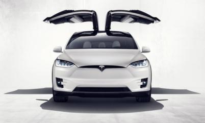 特斯拉Model X鹰翼车门升级后引发更大安全隐患