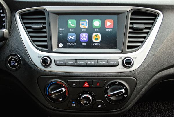 中控大屏幕和CarPlay系统
