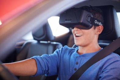 纽约车展上,看丰田和克莱斯勒玩转虚拟现实