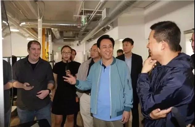 2018年7月,许家印到美国FF总部参观。