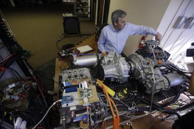 这位前特斯拉联合创始人,要把增程式混合动力系统装到卡车上