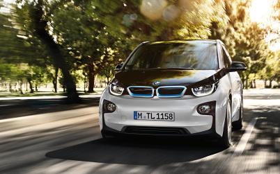 宝马2025年汽车实现电动化