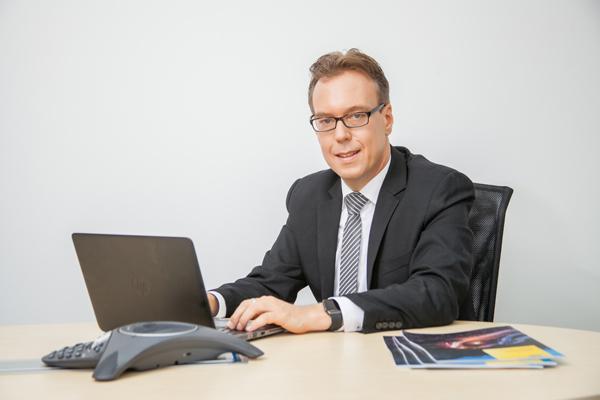 海拉集团电子事业部管理董事会成员,海拉中国电子事业部执行副总裁Frank Petznick