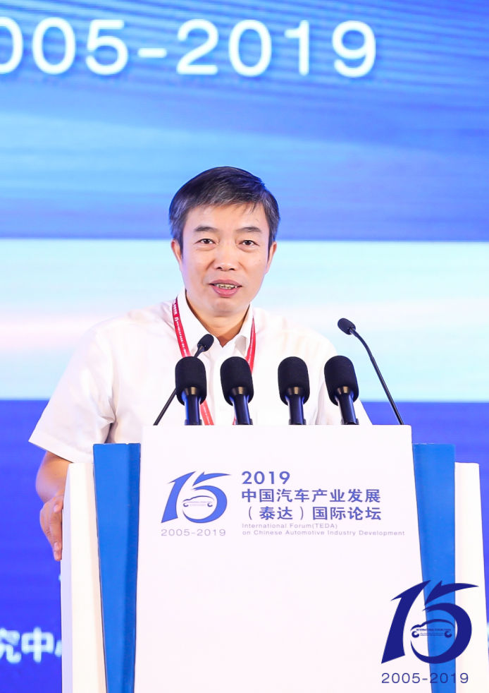 工业和信息化部装备工业司副司长罗俊杰