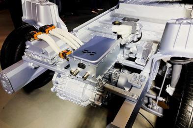 """体验爱驰U5ion首款纯电SUV:""""叠加电池包""""究竟是什么?"""