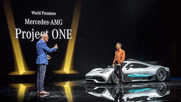 F1世界冠军汉密尔顿驾驶梅赛德斯-AMG Project ONE登台