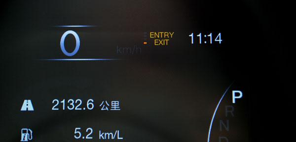 """仪表屏上显示的""""ENTRY EXIT""""标识,标识车辆进入""""地库通过模式"""""""