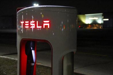 充电1小时跑1600公里,特斯拉推出首款超级充电站V3版