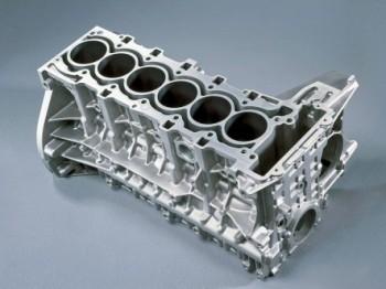 奔驰研发直六的背后:发动机模块化