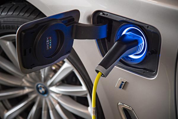 BMW-740Le-xDrive-iPerformance-067.jpg