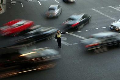 路测自动驾驶汽车仍然违法?国内尚未划定法律边界
