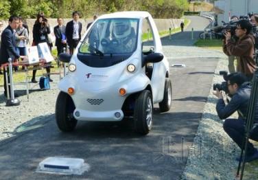 日本研发全球首辆无电池电动车 采用特殊轮胎