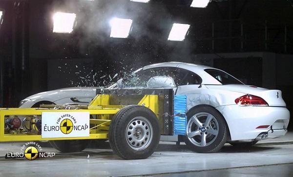 正在进行Euro-NCAP碰撞测试的宝马Z4