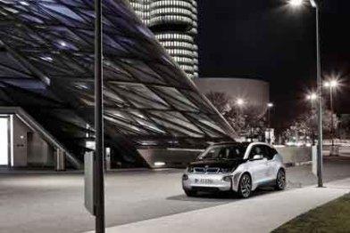 英飞凌发布智能街灯,兼容5G和充电站功能