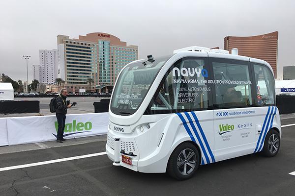 车云菌曾在年初CES消费电子展上体验Navya的无人驾驶通勤概念车