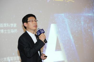 易驾佳首席科学家段桂江:机器人教练助力智慧驾培行业升级