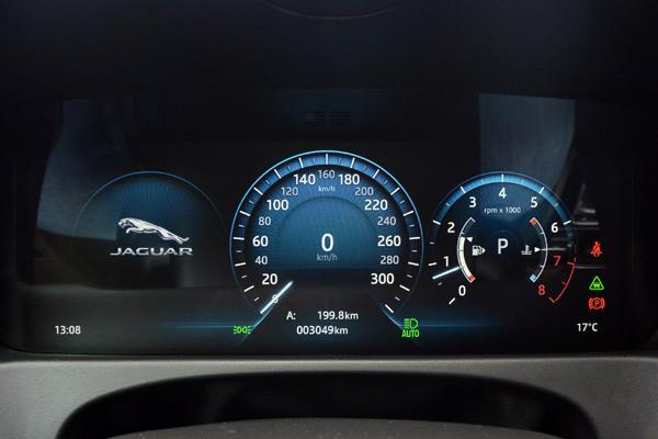 捷豹XFL搭载12.3寸虚拟仪表盘