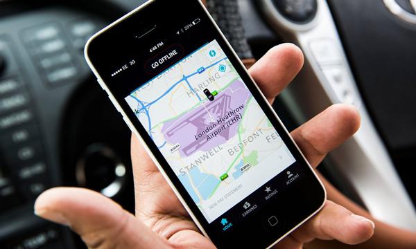 位置,位置,位置……一位 Uber 司机正在查看地图