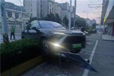 蔚来首款量产车交付前出事故