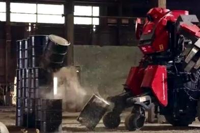 视频|高达大战分晓!日本机器人先赢后输,遭电锯切割