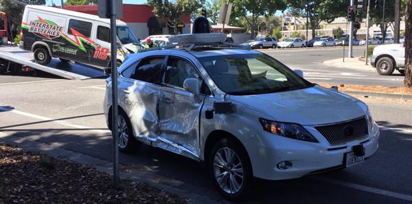 谷歌无人驾驶汽车又被撞坏了,罪魁祸首是辆闯红灯的货车