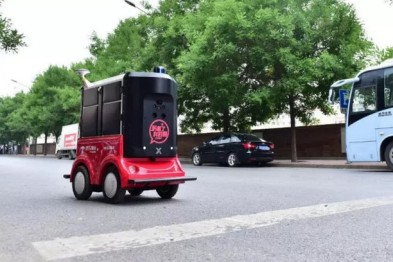 京东自动驾驶配送机器人曝光:北京街头能等红灯能自动避障