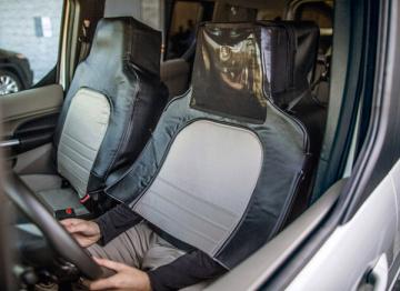 让工作人员假扮座椅直接上路,福特无人车玩起了cosplay