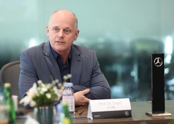 安尔翰博士教授 戴姆勒大中华区投资有限公司高级执行副总裁,负责研发、平台管理、供应商管理