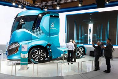 依维柯发布天然液化气自动驾驶卡车头