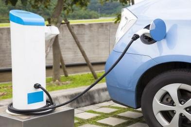 新能源汽车两会热度高涨,车市能否被点燃?