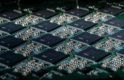 英特尔推超高效AI芯片,为自动驾驶汽车等提供动力