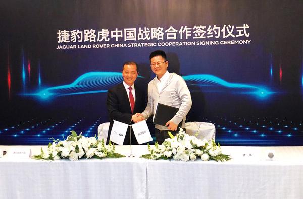 捷豹路虎全球董事兼中国区总裁潘庆(左)、上海博泰创始人应宜伦(右)