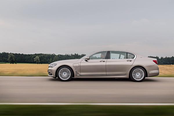 BMW-740Le-xDrive-iPerformance-057.jpg