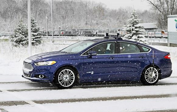 自动驾驶汽车想在雪中飞?这些公司迈出了蹒跚的一小步