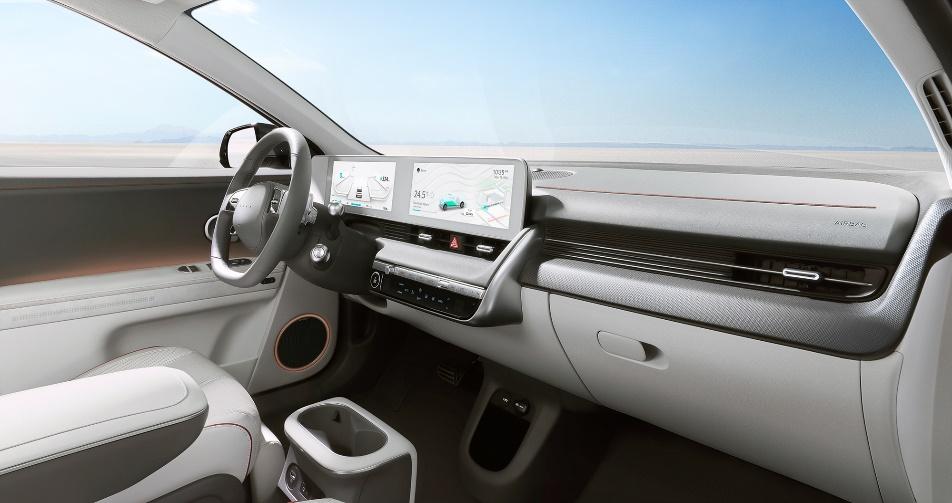 IONIQ(艾尼氪) 5配备12英寸全触摸中控屏幕和悬浮12英寸数字仪表并可进行功能定制
