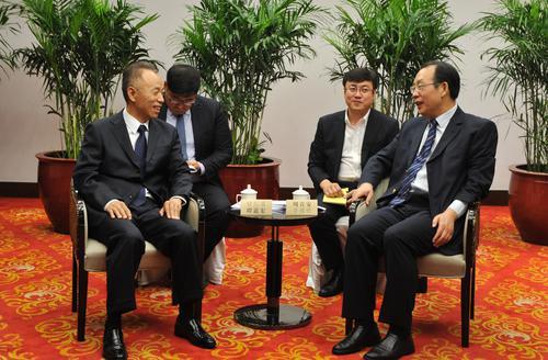 2015年,谭道宏总经理(左一)会见四川资阳市市政府高层