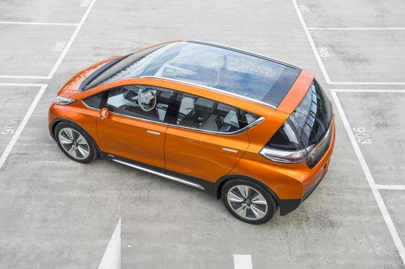 通用公布Bolt电动汽车售价,起价37495美元