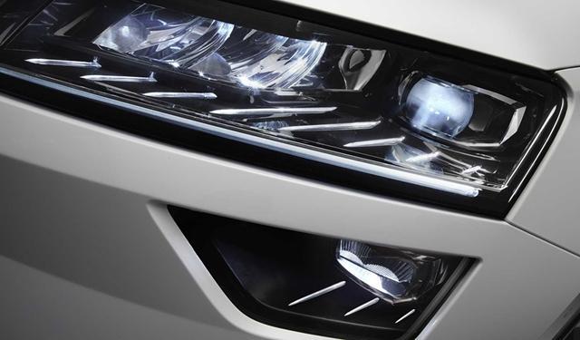 新车装备了很有科技感的全LED大灯组