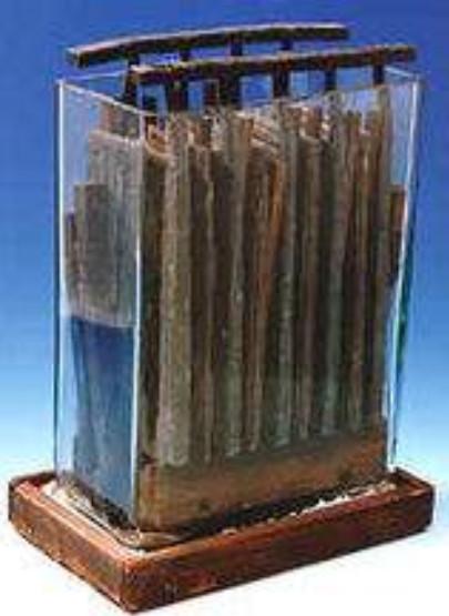 普兰特发明的铅酸电池原型