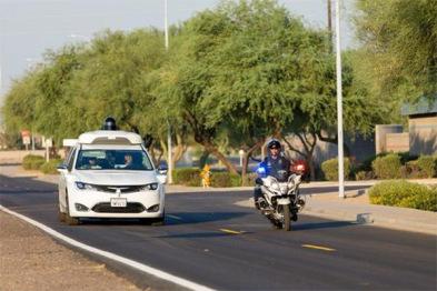 Waymo教自动驾驶汽车识别并礼让警车