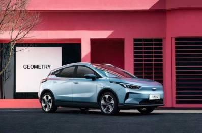 聪明的买车人丨一周新车快评:价格惊喜的几何C、销量支柱新宝骏RC-5、新H6发挥余热