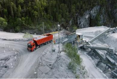 矿山里的沃尔沃自动驾驶卡车