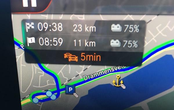 两个75%,是分别抵达打卡点和最终目的地时的剩余电量,由于这两个点之间相隔仅仅12公里,所以EQC结合实时道路信息,判断车辆的剩余电量并不会因抵达目的地而减少多少。