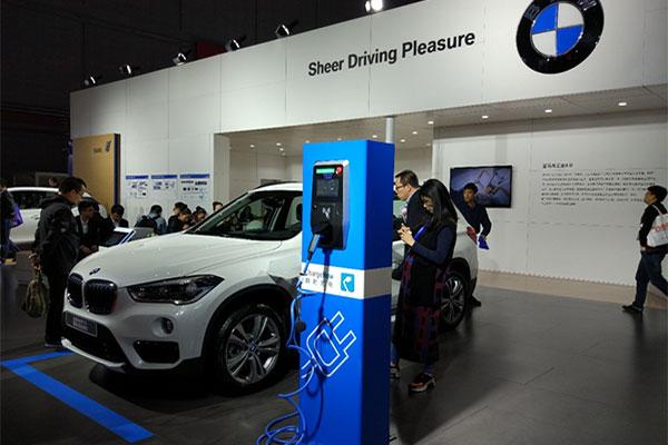 宝马新能源汽车参展第十八届工博会