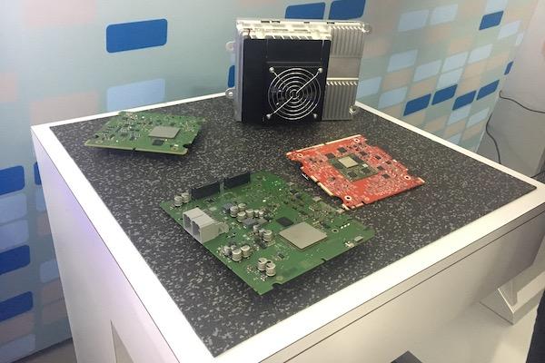伟世通为广汽开发的L3 DriveCore A sample,与其中搭载的三块芯片