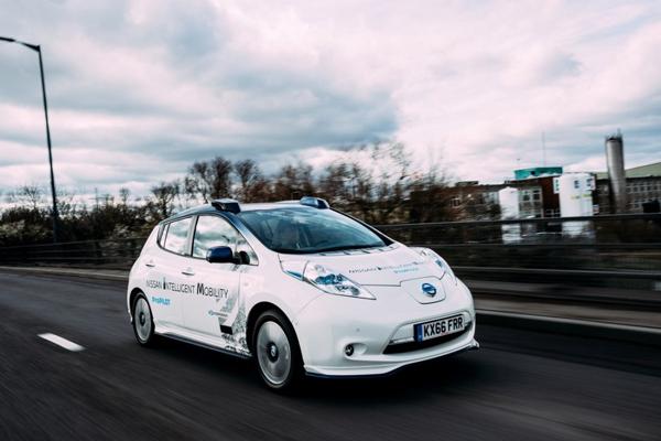 日产在英国伦敦公共道路上测试自动驾驶原型车