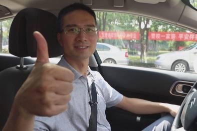前沿产业基金联合创始人王乐京体验东风雪铁龙C6
