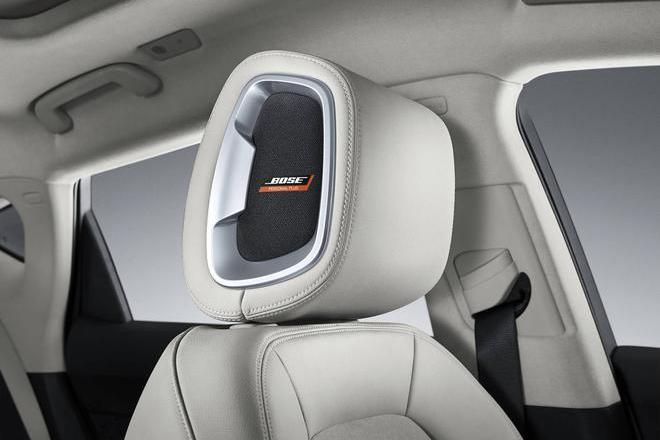 Personal Plus音响系统在驾驶员头枕内部安装的一对可带来360度沉浸式体验的扬声器