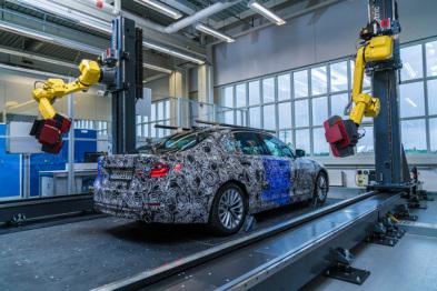 宝马公司使用机器人手臂扫描的方式为汽车建立3D模型