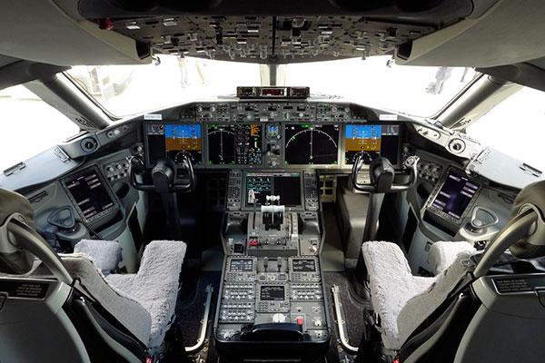 飞机驾驶舱仪表数量比之前